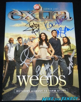 weeds cast signed autograph extra magazine standee rare mary louise parker signing autographs for fans jimmy kimmel live rare mary louise parker signing autographs hot sexy weeds star kimmel 017