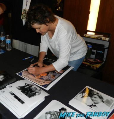Kristy Mcnichol signing autographs the pirate movie now 2013 rare empty nest meeting william ragsdale krity mcnichol signing autographs holly 005