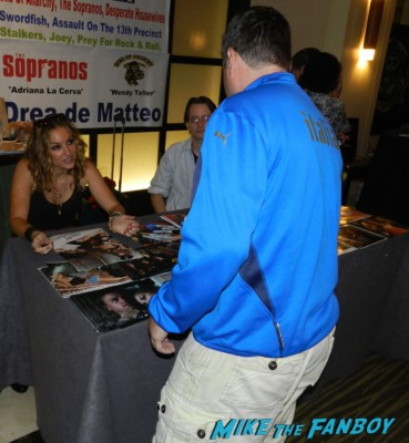 Drea de Matteo signing autographs meeting william ragsdale krity mcnichol signing autographs holly 007