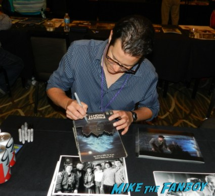 William Ragsdale signing autographs for fans rare promo fright night meeting william ragsdale krity mcnichol signing autographs holly 016William Ragsdale