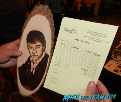 elvis wood a carved sculpture of elvis on a piece of wood meeting william ragsdale krity mcnichol signing autographs holly 017