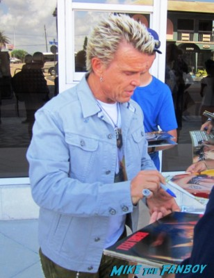 Billy idol signing autographs for fans rare promo rebel yell rare dancing with myself now 2013