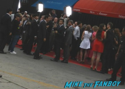 Byung-hun Lee signing autographs for fans red 2 movie premiere red carpet mary louise parker autograph 021
