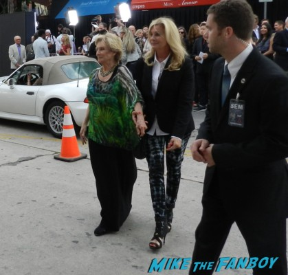 cloris leachman signing autographs for fans red 2 movie premiere red carpet mary louise parker autograph 021
