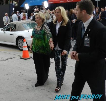 cloris leachman signing autographs for fans red 2 movie premiere red carpet mary louise parker autograph 021