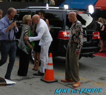 bruce willis arriving to the red 2 movie premiere red carpet mary louise parker autograph 021