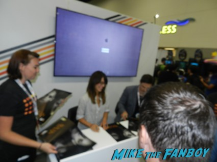 beauty and the beast Kristin Kreuk jay ryan signing autographs at  autograph signing san diego comic con 2013 signing autographs day 1 043