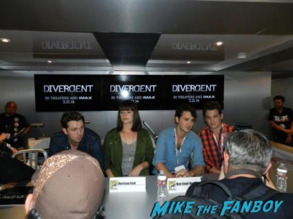 divergent autograph signing sdcc comic con maggie q san diego comic con 2013 signing autographs day 1 084
