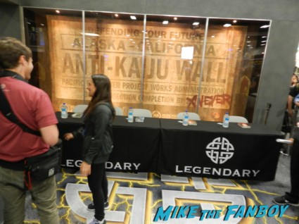 seventh son autograph signing ticket legendary booth san diego comic con 2013 signing autographs day 1 136