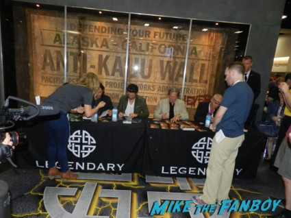 seventh son autograph signing with jeff bridges kit harrington ben barnes  legendary booth san diego comic con 2013 signing autographs day 1 136