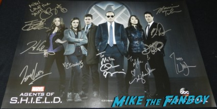 marvel's agents of S.H.I.E.L.D.signed poster rare promo  Autograph signing at san diego comic con 2013 signing autographs day 1 221