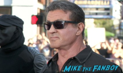 sylvester stallone signing autographs at the the escape plan premiere sdcc sylvester stallone signing autographs arnold (1)
