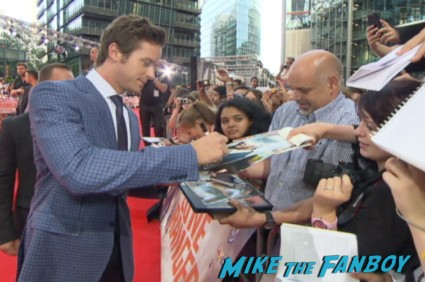armie hammer signing autographs at the lone ranger germany movie premiere 2