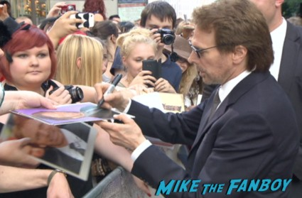 jerry bruckheimer signing autographs at the lone ranger germany movie premiere 2
