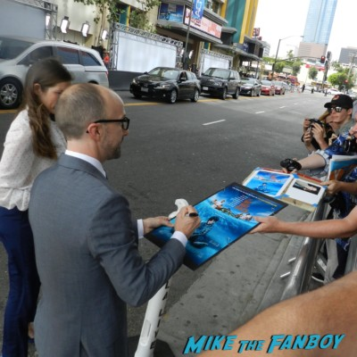 jim rash signing autographs for fans way way back premiere toni collette signing autographs rare 006