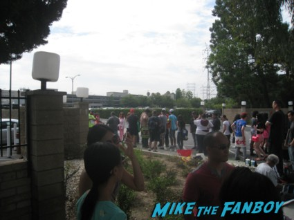 the line of people waiting to meet katy perry sign autographs