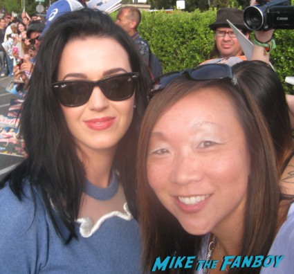 katy perry fan photo rare Katy Perry Signing autographs for fans outside the tonight show with jay leno the line of people waiting to meet katy perry sign autographs