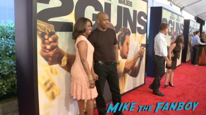 Denzel Washington at the 2 guns new york movie premiere marky mark walhberg red carpet denzel washington (1)
