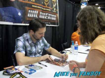 Wil Wheaton signing autographs at wizard world 2013 now rare the big bang theory star