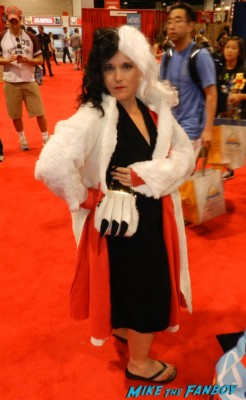 Cruella De Ville 101 Dalmations Cosplay costume rare D23 disney convention cosplay props and costumes once upon a tim 007