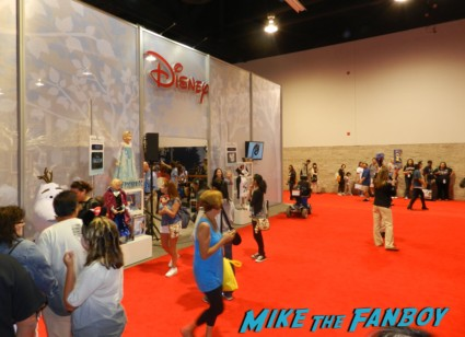 D23 disney convention cosplay props and costumes once upon a tim 032