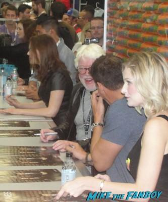 Bones cast autograph signing san diego comic con 2013 david boreanaz emily deschanel signing autographs hart hanson rare fox booth