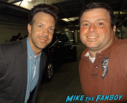 Jason Sudeikis fan photo signing autographs for fans rare promo drinking buddies movie premiere