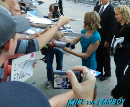 Jodie Foster signing autographs for fans at the Elysium Movie Premiere! With Jodie Foster! Matt Damon! Sharlto Copley! Neill Blomkamp! Alice Braga! Diego Luna! Autographs! And More!
