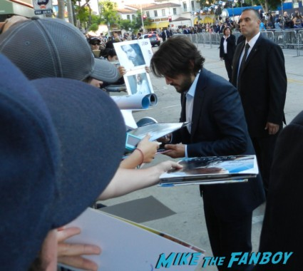 Diego Luna signing autographs for fans at the Elysium Movie Premiere! With Jodie Foster! Matt Damon! Sharlto Copley! Neill Blomkamp! Alice Braga! Diego Luna! Autographs! And More!