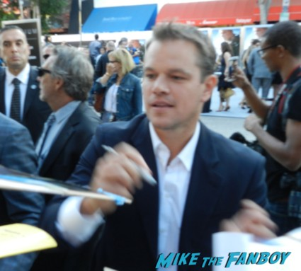 Matt Damon signing autographs for fans at the Elysium Movie Premiere! With Jodie Foster! Matt Damon! Sharlto Copley! Neill Blomkamp! Alice Braga! Diego Luna! Autographs! And More!