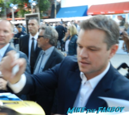 Matt Damon signing autographs for fans at the Elysium Movie Premiere! With Jodie Foster! Matt Damon! Sharlto Copley! Neill Blomkamp! Alice Braga! Diego Luna! Autographs! And More!