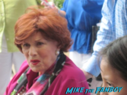 MAureen O'Hara signing autographs for fans rare promo hot