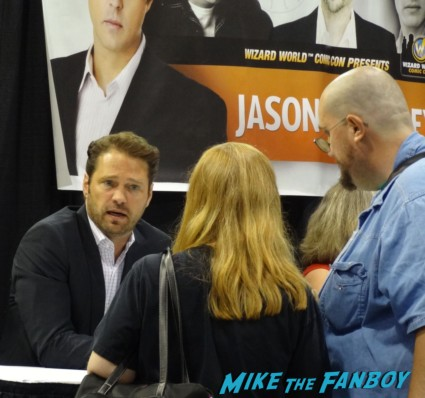Jason Priestly Wil Wheaton John Barrowman Norman Reedus Norman Reedus line signing autographs at Wizard World Comic Con Chicago 2013 rare promo