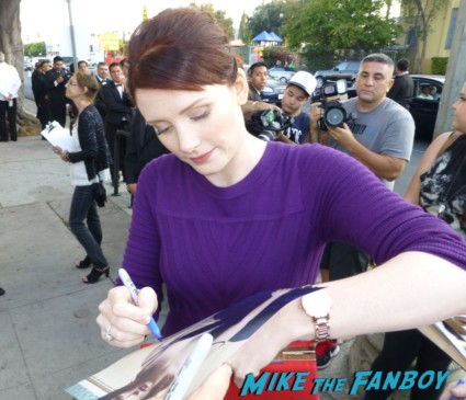 Bryce Dallas Howard signing autographs for fans hot sexy the help twilight star