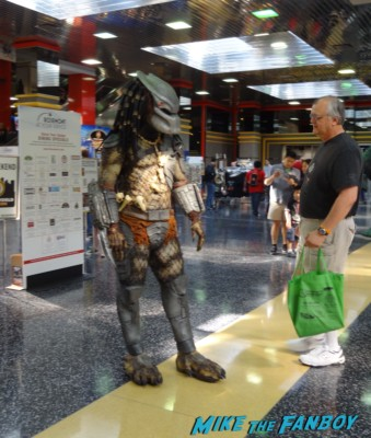 Wizard World Comic Con 2013 predator cosplay rare