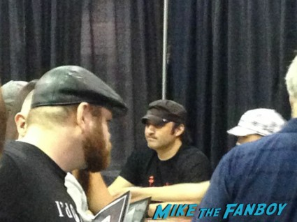Robert Rodriguez signing autographs at Wizard World Comic Con Chicago 2013 rare promo spartacus