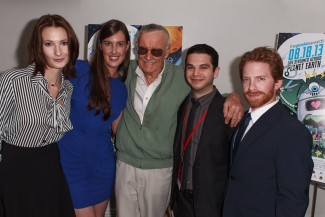 The Geekie Awards - Photos By Joe Lester - Stan Lee with Freaks & Geeks Alumns (Natasha Melnick, Sarah Hagan, Samm Levine) Stan Lee, and Seth Green