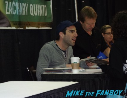 Zachary Quinto Robert Rodriguez signing autographs at Wizard World Comic Con Chicago 2013 rare promo spartacus