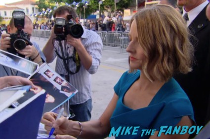 Jodie Foster signing autographs at the Elysium Movie Premiere! With Jodie Foster! Matt Damon! Sharlto Copley! Neill Blomkamp! Alice Braga! Diego Luna! Autographs! And More!