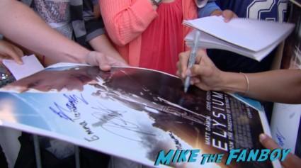 Alice Braga signing autographs at the Elysium Movie Premiere! With Jodie Foster! Matt Damon! Sharlto Copley! Neill Blomkamp! Alice Braga! Diego Luna! Autographs! And More!