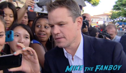 matt damon signing autographs at the Elysium Movie Premiere! With Jodie Foster! Matt Damon! Sharlto Copley! Neill Blomkamp! Alice Braga! Diego Luna! Autographs! And More!