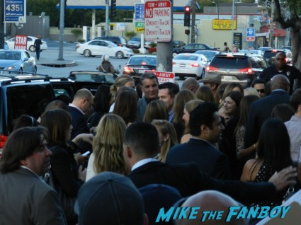 richard dreyfuss arriving at harrison ford disses fans at paranoia premiere 014