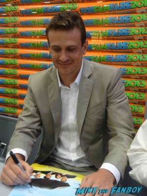 Jason Segel signing autographs at the FOX Booth SDCC 2013 How I met your mother How I met your mother cast signing autographs at the FOX Booth Jason Segel Alyson Hannigan Josh Radnor Neil Patrick Harris Jason Segel signing autographs at the how I met your mother autograph signing at the FOX Booth sdcc 2013