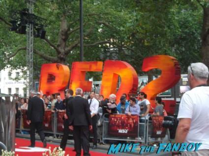 red 2 european movie premiere red carpet mary louise parker helen mirren (15)