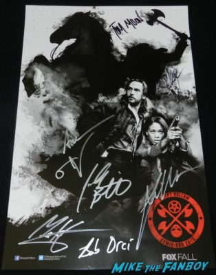 sleepy hollow cast signed autograph mini poster Tom Mison Sleepy Hollow Cast autograph signing rare promo san diego comic con 2013 signing autographs day 1 228