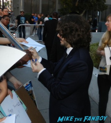 edgar wright signing autographs at the the world's end movie premiere simon pegg signing autographs 025