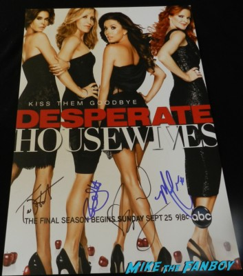 teri hatcher marcia cross felicity huffman eva longoria signed autograph Desperate Housewives Kiss Them Goodbye mini poster season 8 rare teri hatcher