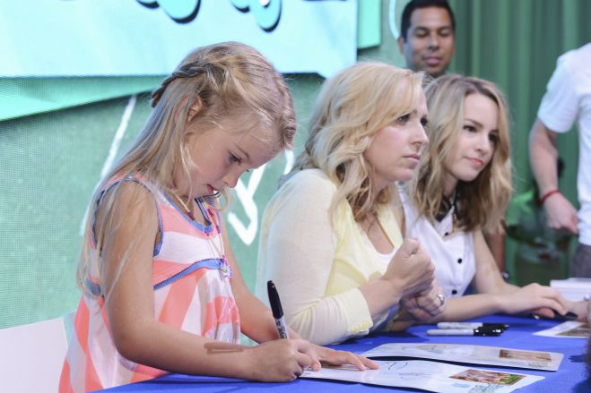 Good Luck Charlie Cast Autograph Signing! With Bridgit Mendler! Mia Talerico! Leigh-Allyn Baker! Disney Channel Goodness!