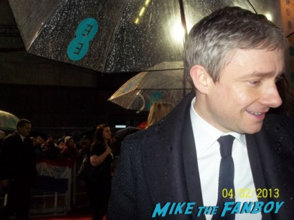 Martin Freeman signing autographs for fans the hobbit