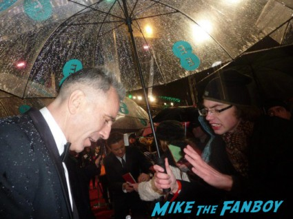 Daniel Day Lewis signing autographs